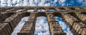 acueducto segovia s332216294.jpg 369272544 300x122 - ♦El Acueducto de Segovia, ya en época romana, el primer modificado de obra de la historia de España.