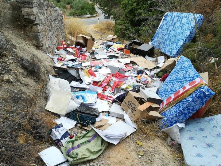 El basurero en torno a la Puerta de Los Leones